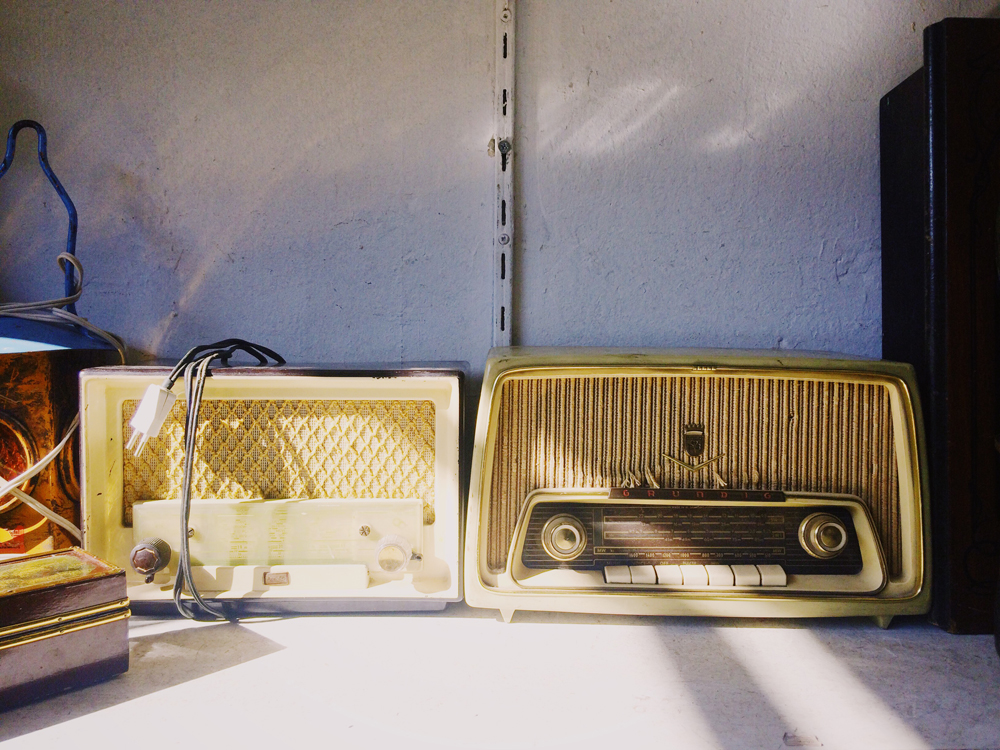 Vintage Radio in a flea market in Athens