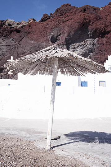 The entrance of the Red Beach of Santorini